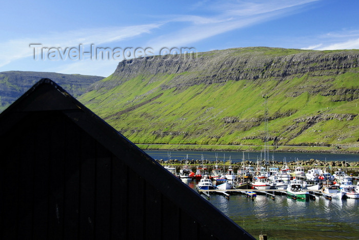 faeroe73: Sørvágur village, Vágar island, Faroes: roof and the harbour - photo by A.Ferrari - (c) Travel-Images.com - Stock Photography agency - Image Bank