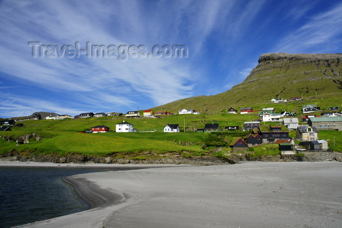 faeroe89: Leynar village, Streymoy island, Faroes: the beach - western coast of the island - photo by A.Ferrari - (c) Travel-Images.com - Stock Photography agency - Image Bank