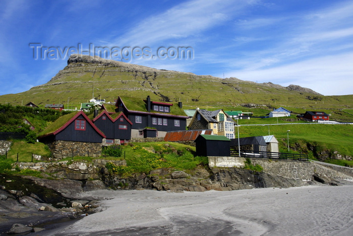 faeroe90: Leynar village, Streymoy island, Faroes: view from the beach - houses and Satan peak - municipality of Kvívíkar - photo by A.Ferrari - (c) Travel-Images.com - Stock Photography agency - Image Bank