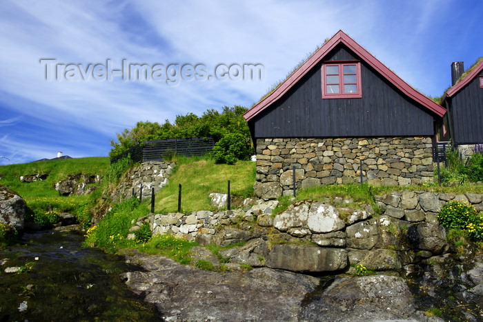 faeroe91: Leynar village, Streymoy island, Faroes: Faroese stone and timber cottages - photo by A.Ferrari - (c) Travel-Images.com - Stock Photography agency - Image Bank