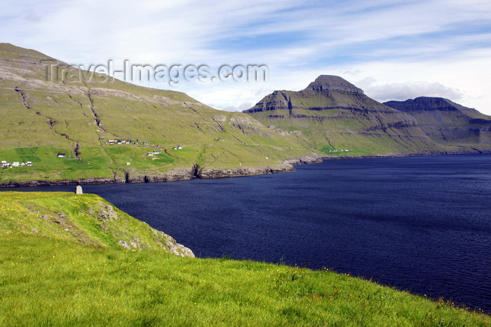 faeroe93: Streymoy island, Faroes: fjord, near Leynar - rugged landscape - photo by A.Ferrari - (c) Travel-Images.com - Stock Photography agency - Image Bank