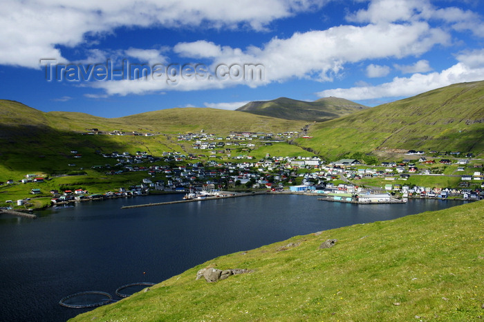 faeroe95: Vestmanna, Streymoy island, Faroes: a modern fishing village, built as an arch embracing a superbly sheltered natural harbour - Faroese harbours never freeze - photo by A.Ferrari - (c) Travel-Images.com - Stock Photography agency - Image Bank