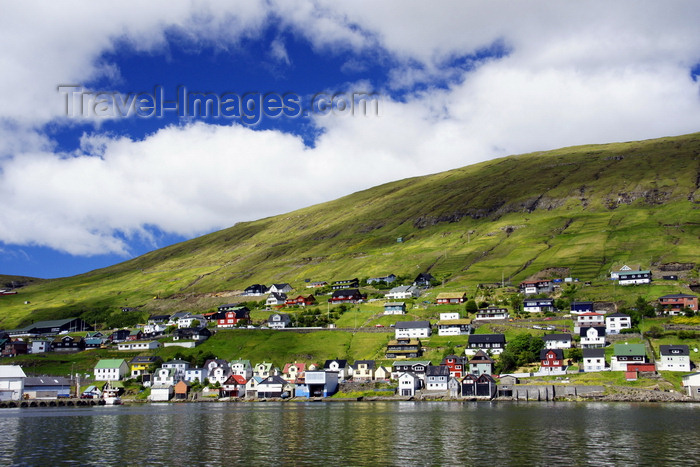 faeroe98: Vestmanna, Streymoy island, Faroes: waterfornt houses - photo by A.Ferrari - (c) Travel-Images.com - Stock Photography agency - Image Bank