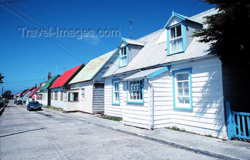 falkland14: Falkland islands / Islas Malvinas - Stanley, formerly Port Stanley / PSY (East Falkland): wooden houses - street (photo by Rod Eime) - (c) Travel-Images.com - Stock Photography agency - Image Bank