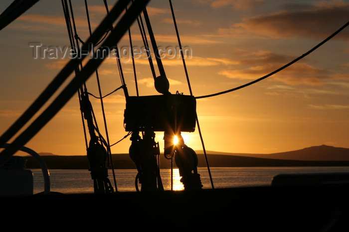 falkland34: Falkland islands - East Falkland - Port Louis - sunset - photo by Christophe Breschi - (c) Travel-Images.com - Stock Photography agency - Image Bank