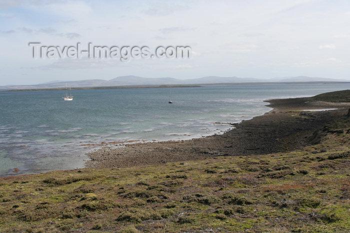 falkland37: Falkland islands - East Falkland - Salvador - beach and boats - photo by Christophe Breschi - (c) Travel-Images.com - Stock Photography agency - Image Bank