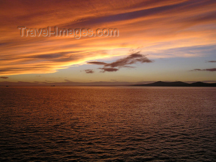 falkland55: Falkland islands / Ilhas Malvinas - East Falkland: Berkeley Sound - sunset - photo by Captain Peter - (c) Travel-Images.com - Stock Photography agency - Image Bank