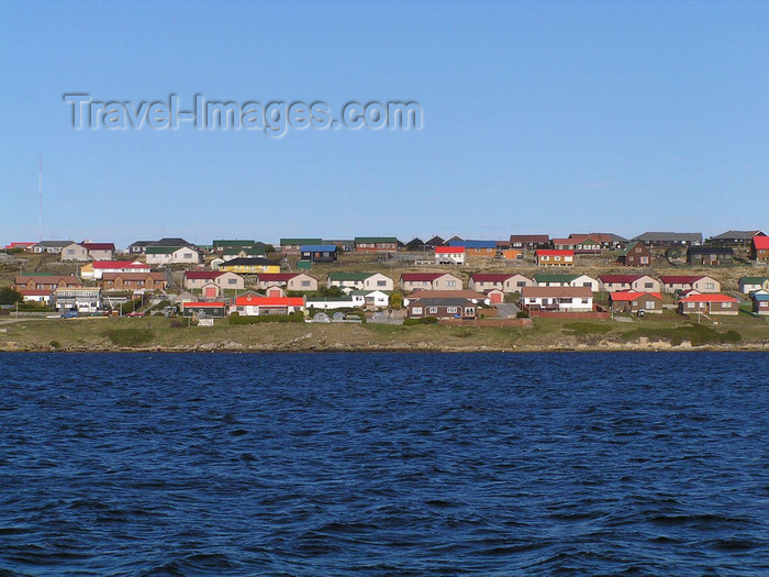 falkland56: Falkland islands / Ilhas Malvinas - East Falkland: Stanley / Puerto Argentino - town from the sea - photo by Captain Peter - (c) Travel-Images.com - Stock Photography agency - Image Bank
