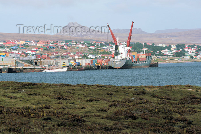 falkland9: Falkland islands / Ilhas Malvinas - Stanley / PSY (East Falkland): the Sloman Commander in the harbour - merchant ship - photo by C.Breschi - (c) Travel-Images.com - Stock Photography agency - Image Bank