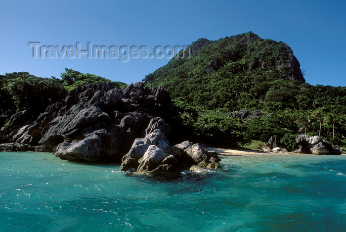 fiji18: Sawa-I-Lau Island, Yasawa group, Fiji: the site of the movie 'Blue Lagoon' - rocky shore and small beach with turquoise waters - photo by C.Lovell - (c) Travel-Images.com - Stock Photography agency - Image Bank