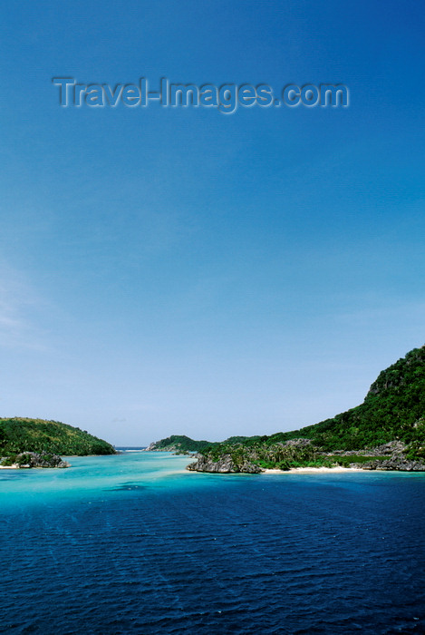 fiji19: Sawa-I-Lau Island, Yasawa group, Fiji: the site of the movie 'Blue Lagoon' - paradisiacal lagoon - photo by C.Lovell - (c) Travel-Images.com - Stock Photography agency - Image Bank