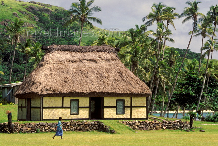 fiji22: Nacula Island, Yasawa group, Fiji: main gathering building for the native community – wooden building with thatched roof and walls of interwoven palm leaves built by the beach - photo by C.Lovell - (c) Travel-Images.com - Stock Photography agency - Image Bank