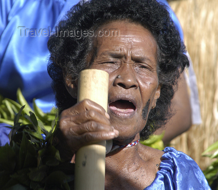 fiji25: Denarau Island, Viti Levu, Fiji: chanting woman - photo by B.Cain - (c) Travel-Images.com - Stock Photography agency - Image Bank