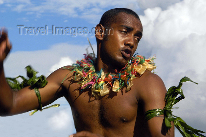 fiji28: Denarau Island, Viti Levu, Fiji: Male Dancer - photo by B.Cain - (c) Travel-Images.com - Stock Photography agency - Image Bank