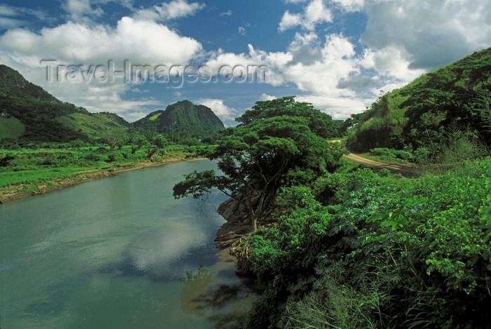fiji8: Viti Levu, Fiji: highlands of Sigatoka River Valley, the Fertile Farmland Valley, with blue sky - photo by C.Lovell - (c) Travel-Images.com - Stock Photography agency - Image Bank