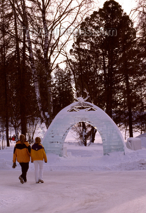 fin100: Finland - Lapland - Kemi - snow castle - outer entrance - Arctic images by F.Rigaud - (c) Travel-Images.com - Stock Photography agency - Image Bank