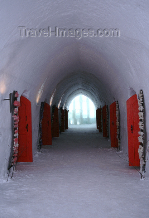 fin107: Finland - Lapland - Kemi - snow hotel - corridor - Arctic images by F.Rigaud - (c) Travel-Images.com - Stock Photography agency - Image Bank