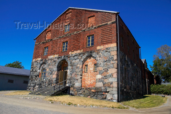 fin121: Finland - Helsinki, a building from Suomenlinna sea fortress - photo by Juha Sompinmäki - (c) Travel-Images.com - Stock Photography agency - Image Bank