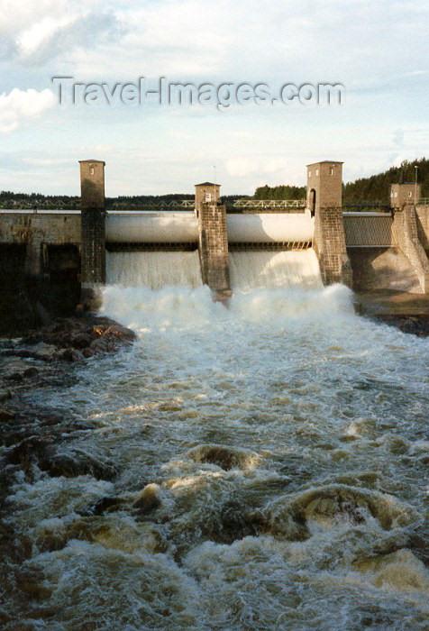 fin13: Finland - Imatra (Etela-Suomen Laani / Southern Finland province - South Karelia region): Wild waters - Vuoksenniska - Kymi - dam (photo by Miguel Torres) - (c) Travel-Images.com - Stock Photography agency - Image Bank