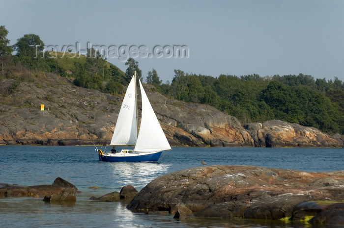 fin142: Finland - Helsinki, Suomenlinna, sailing boat - photo by Juha Sompinmäki - (c) Travel-Images.com - Stock Photography agency - Image Bank