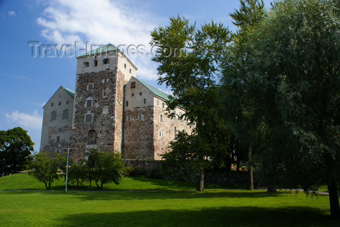 fin176: Turku, Western Finland province - Finland Proper region / Varsinais-Suomi - Finland: gardens and medieval keep of Turku castle / Turun linna / Åbo slott - photo by A.Ferrari - (c) Travel-Images.com - Stock Photography agency - Image Bank