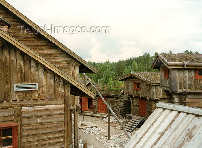 fin20: Finland - Petajaniemi village: ancestral houses (photo by Miguel Torres) - (c) Travel-Images.com - Stock Photography agency - Image Bank