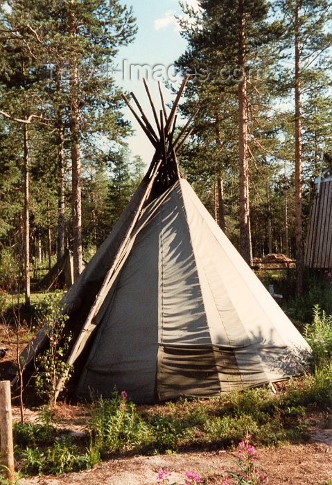 fin24: Finland - Rovaniemi (Lapin Laani): Lapp (Sami people) tent - kota - teppee (photo by Miguel Torres) - (c) Travel-Images.com - Stock Photography agency - Image Bank