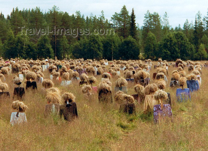 fin3: Finland - Southern Finland province - South Karelia region / Carelia: Silent People (photo by Miguel Torres) - (c) Travel-Images.com - Stock Photography agency - Image Bank