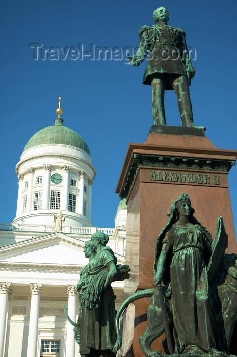 fin30: Finland - Helsinki - Statue of Tsar Alexander II with the Lutheran Cathedral in the background - Senate square - Helsingin tuomiokirkko - photo by Juha Sompinmäki - (c) Travel-Images.com - Stock Photography agency - Image Bank