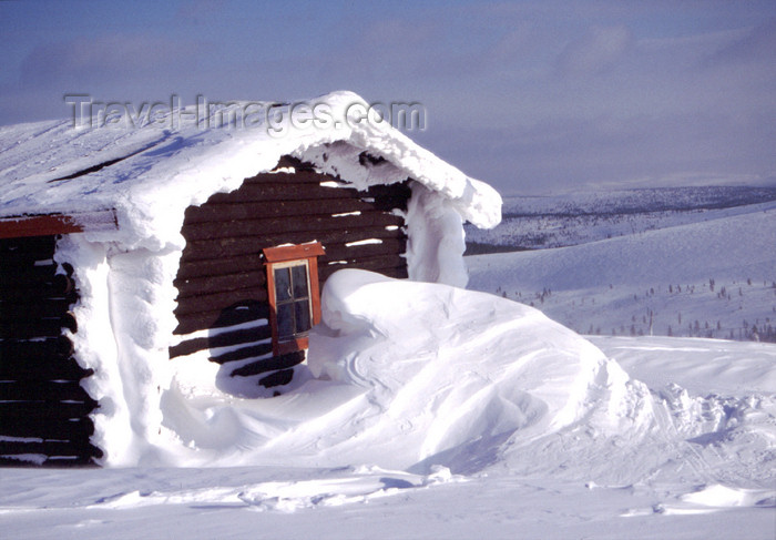 fin39: Finland - Lapland - Saarselkä - cottage in the snow - Arctic images by F.Rigaud - (c) Travel-Images.com - Stock Photography agency - Image Bank