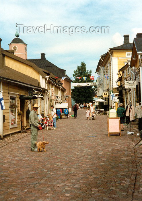 fin5: Finland - Porvoo / Borga (Etela-Suomen Laani / Southern Finland province - Eastern Uusimaa region): Summer - street scene (photo by Miguel Torres) - (c) Travel-Images.com - Stock Photography agency - Image Bank