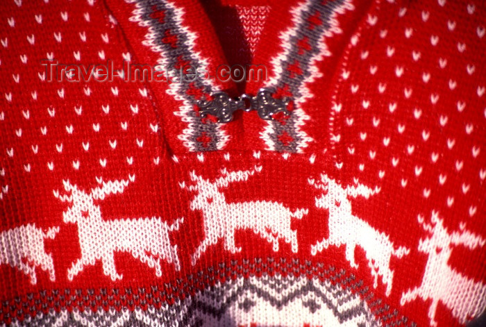 fin56: Finland - Levi: red sweater at the market - Sami decoration (photo by F.Rigaud) - (c) Travel-Images.com - Stock Photography agency - Image Bank