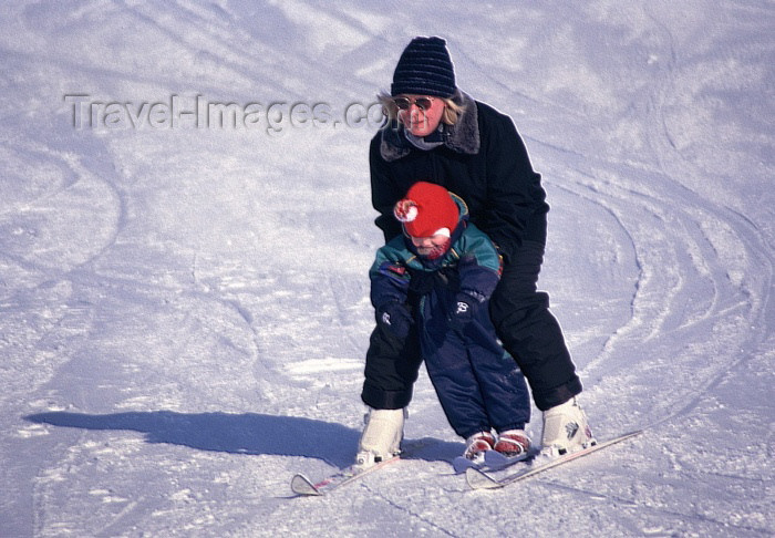 fin62: Finland - Levi -  Kittilä municipality: a toddler receives ski lessons - the biggest ski resort in Finnish Lapland (photo by F.Rigaud) - (c) Travel-Images.com - Stock Photography agency - Image Bank