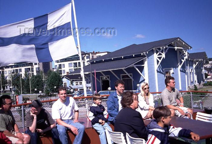 fin77: Finland - Kuopio (Ita-Suomen Laani): on the harbour - Finnish flag (photo by F.Rigaud) - (c) Travel-Images.com - Stock Photography agency - Image Bank