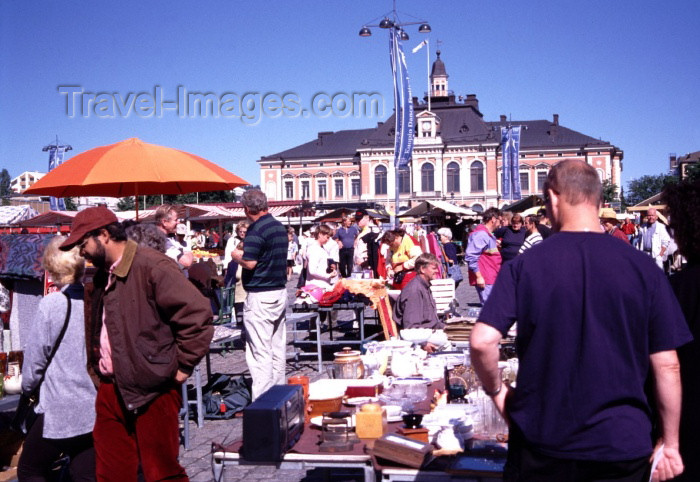 fin78: Finland - Kuopio  (Ita-Suomen Laani): market and city hall (photo by F.Rigaud) - (c) Travel-Images.com - Stock Photography agency - Image Bank