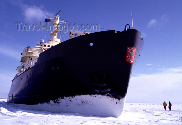 fin94: Finland - Lapland - Kemi - Gulf of Bothnia - Sampo icebreaker - prow - Arctic images by F.Rigaud - (c) Travel-Images.com - Stock Photography agency - Image Bank