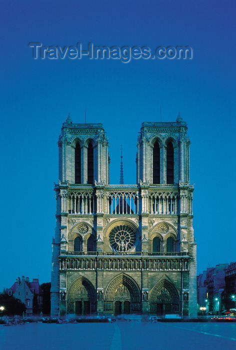 france100: Paris, France: Notre-Dame cathedral - west façade and entrance at dusk - French Gothic architecture - Unesco world heritage site - tourist attraction - Île de la Cité - 4th arrondissement - photo by A.Bartel - (c) Travel-Images.com - Stock Photography agency - Image Bank
