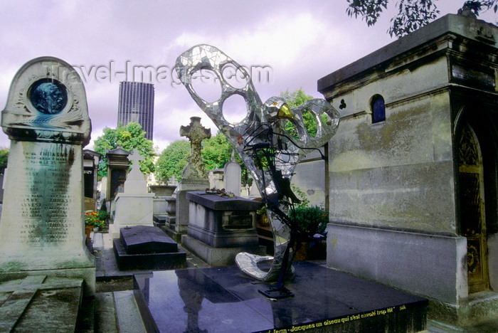france1002: Paris, France: tombs at the Montparnasse Cemetery with Montparnasse tower in the background - 14e arrondissement - photo by K.Gapys - (c) Travel-Images.com - Stock Photography agency - Image Bank