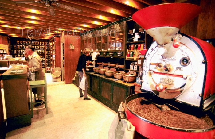 france1016: Aix en Provence, Bouches-du-Rhône, PACA: coffee shop - coffee mill in operation - photo by K.Gapys - (c) Travel-Images.com - Stock Photography agency - Image Bank