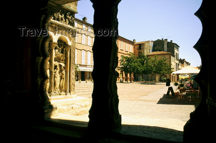 france1020: Moissac, Tarn-et-Garonne, Midi-Pyrénées, France: looking out from the Abbey of Moissac, founded by Saint Didier, bishop of Cahors in the middle of the 7th century - photo by K.Gapys - (c) Travel-Images.com - Stock Photography agency - Image Bank