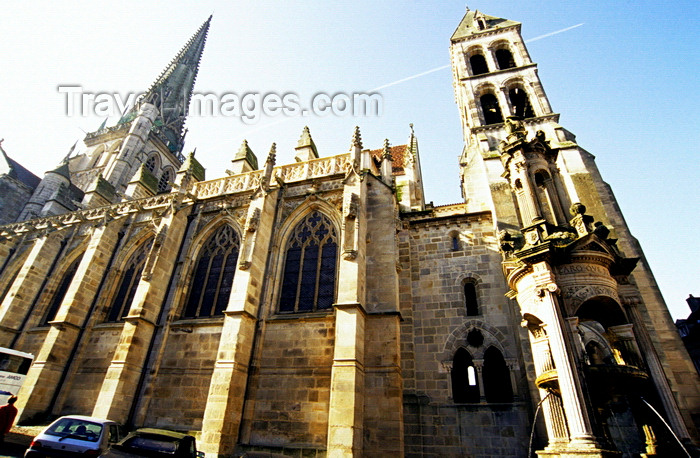 france1033: Burgundy / Bourgogne, France: church and covered fountain - photo by K.Gapys - (c) Travel-Images.com - Stock Photography agency - Image Bank