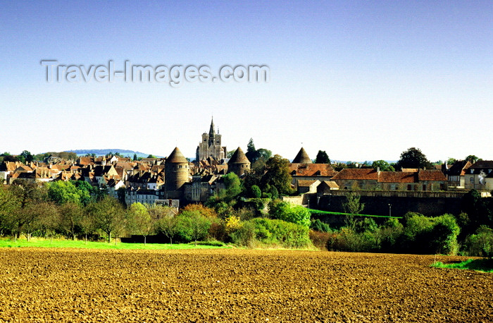 france1035: Semur-en-Auxois, Côte-d'Or, Burgundy / Bourgogne, France: town view with the fortress (Donjon) and the church of Notre-Dame de Semur-en-Auxois - photo by K.Gapys - (c) Travel-Images.com - Stock Photography agency - Image Bank