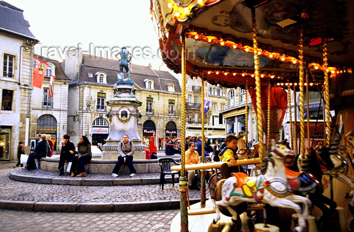 france1038: Dijon, Côte-d'Or, Burgundy / Bourgogne, France: Place du Bareuzaimore / Place François Rude - fountain and carrousel - photo by K.Gapys - (c) Travel-Images.com - Stock Photography agency - Image Bank