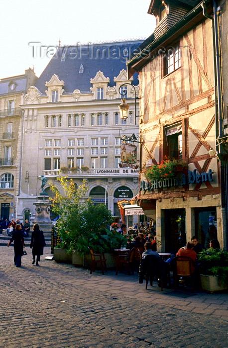 france1040: Dijon, Côte-d'Or, Burgundy / Bourgogne, France: restaurant 'Au Moulin a Vent' - Place du Bareuzaimore / Place François Rude - photo by K.Gapys - (c) Travel-Images.com - Stock Photography agency - Image Bank