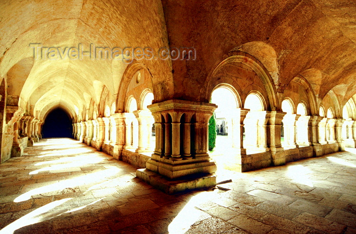 france1041: Montbard, Côte-d'Or, Côte-d'Or, Burgundy / Bourgogne, France: Fontenay Abbey cloister, former Cistercian abbey - UNESCO World Heritage Site - photo by K.Gapys - (c) Travel-Images.com - Stock Photography agency - Image Bank
