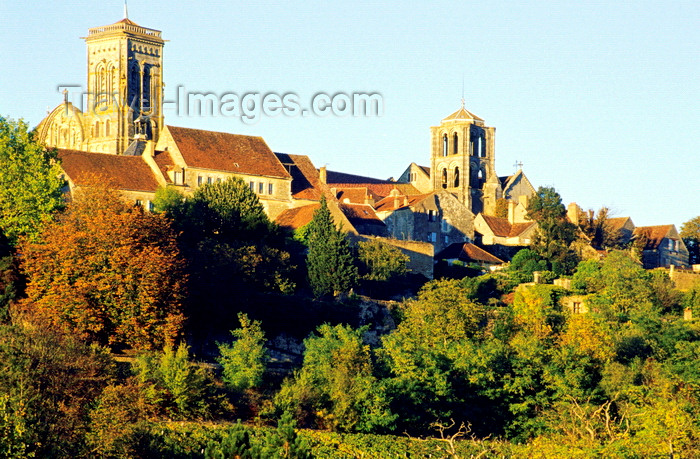 france1043: Vézelay, Yonne, Burgundy / Bourgogne, France: the town and Vézelay Abbey - photo by K.Gapys - (c) Travel-Images.com - Stock Photography agency - Image Bank