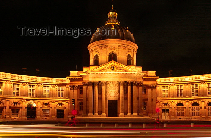 france1045: Paris, France: Institut de France from Pont des Arts - nocturnal image - Académie française, Académie des Sciences, Académie des Beaux-Arts... - 6e arrondissement - photo by C.Lovell - (c) Travel-Images.com - Stock Photography agency - Image Bank