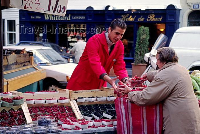 france1049: Paris, France: buying berries at a street market - Saint Germain des Près, Rue de Buci - 6e arrondissement - photo by C.Lovell - (c) Travel-Images.com - Stock Photography agency - Image Bank