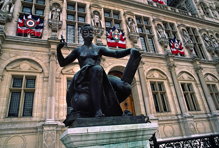 france1069: Paris, France: bronze statue in the plaza of the Hotel de Ville - 4e arrondissement - photo by C.Lovell - (c) Travel-Images.com - Stock Photography agency - Image Bank