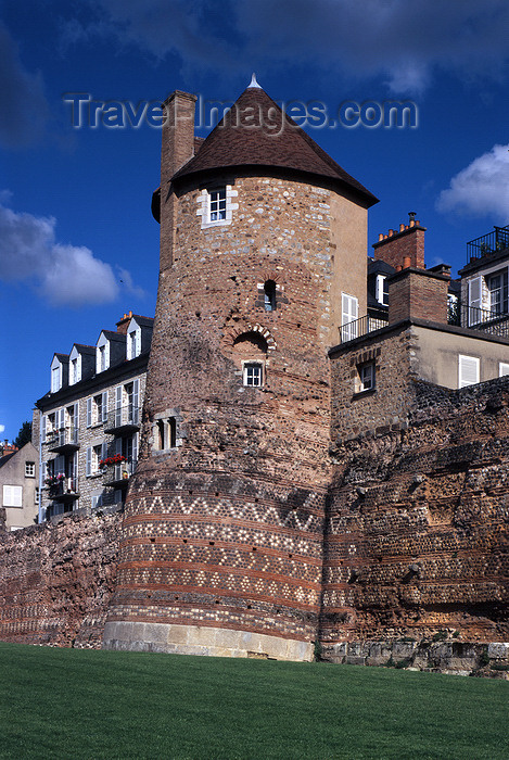 france1097: France - Le Mans (Sarthe, Pays de la Loire): town walls - photo by A.Bartel - (c) Travel-Images.com - Stock Photography agency - Image Bank